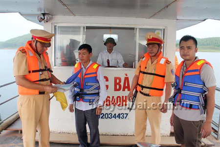 Kiểm tra các phương tiện giao thông đường thủy